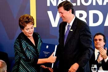 O dia 10 de dezembro, Dia Internacional dos Direitos Humanos, a Comissão Nacional da Verdade entregou à presidente da República, Dilma Roussef, o relatório final, que contem a descrição do trabalho realizado, a apresentação dos fatos examinados, as conclusões e as recomendações sobre as graves violações de direitos humanos